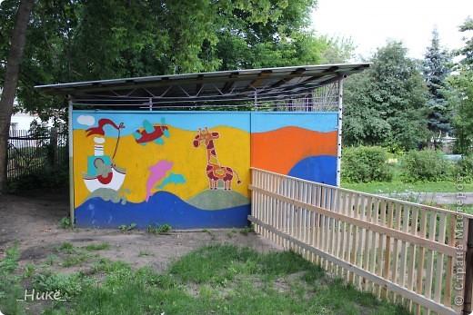 Покрасить веранду в детском саду? Легко! Если подойти творчески к этому процессу, получится вот такая красота! фото 5