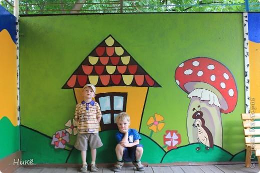 Покрасить веранду в детском саду? Легко! Если подойти творчески к этому процессу, получится вот такая красота! фото 11