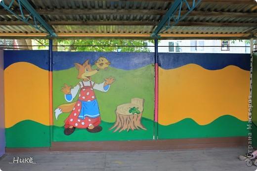 Покрасить веранду в детском саду? Легко! Если подойти творчески к этому процессу, получится вот такая красота! фото 14