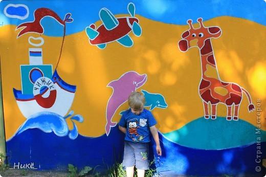 Покрасить веранду в детском саду? Легко! Если подойти творчески к этому процессу, получится вот такая красота! фото 7