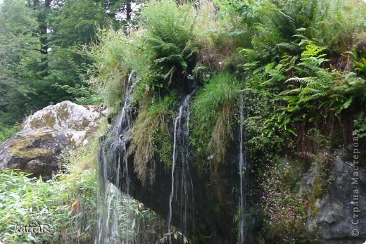 Cреди изумрудной зелени холмов  возвышается крепость.Построенной более 500 лет назад. фото 4