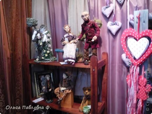 Доброго времени суток всем жителям Страны!В июне в нашем городе проходила выставка кукол и  других видов рукоделия.Немножечко поздно,но все же выкладываю фото с этой выставки,и заранее прошу прощения за качество.Это работы мастера по фелтингу. фото 6