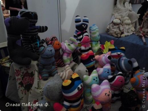 Доброго времени суток всем жителям Страны!В июне в нашем городе проходила выставка кукол и  других видов рукоделия.Немножечко поздно,но все же выкладываю фото с этой выставки,и заранее прошу прощения за качество.Это работы мастера по фелтингу. фото 11