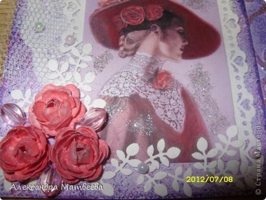 Скоро у уважаемой мною коллеги день рождения, хочется от души ее поздравить! С пожеланиями всего наилучшего я подарю ей эту открытку и......это не так важно. J[> и подсела я на этих дамочек, так нравятся, что не знаю, когда остановлюсь))) фото 4