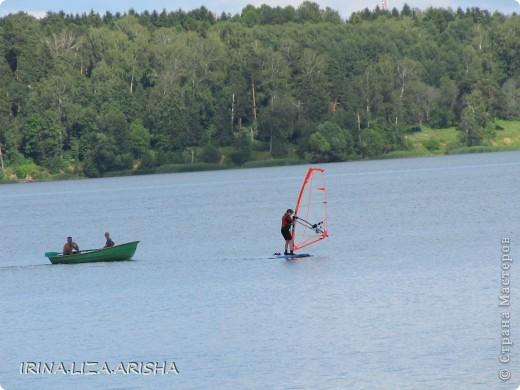 Кораблик делал мой муж на отдыхе на Сенежском озере. Это было сделано из подручных материалов: кусок деревяшки, палочки, веревочки, пакет полиэтиленовый, консервная банка, утяжелителем служит большой шуруп. фото 21