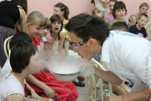 """30 июня более тридцати воспитанников дома интерната для умственно отсталых детей открыли для себя невероятный мир физики и химии! Я с волонтерами """"Дорогами Добра"""" организовали для них научное шоу. фото 15"""
