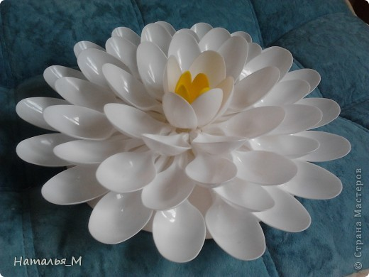 Лилия и тюльпан из ложечек. фото 1