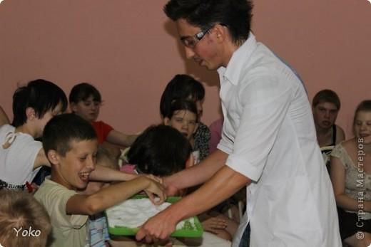 """30 июня более тридцати воспитанников дома интерната для умственно отсталых детей открыли для себя невероятный мир физики и химии! Я с волонтерами """"Дорогами Добра"""" организовали для них научное шоу. фото 11"""