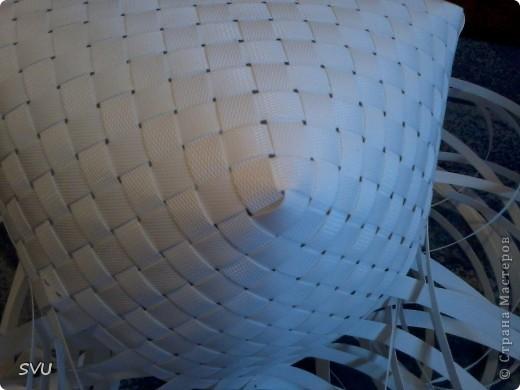 Корзинка из упаковочной (полипропиленовой, стреппинг) ленты на 7-8 литров. фото 12