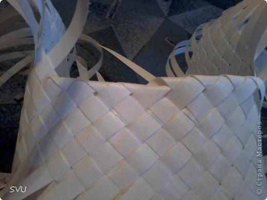 Корзинка из упаковочной (полипропиленовой, стреппинг) ленты на 7-8 литров. фото 21