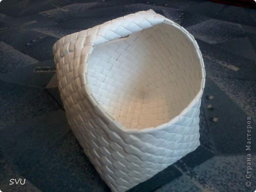 Корзинка из упаковочной (полипропиленовой, стреппинг) ленты на 7-8 литров. фото 1