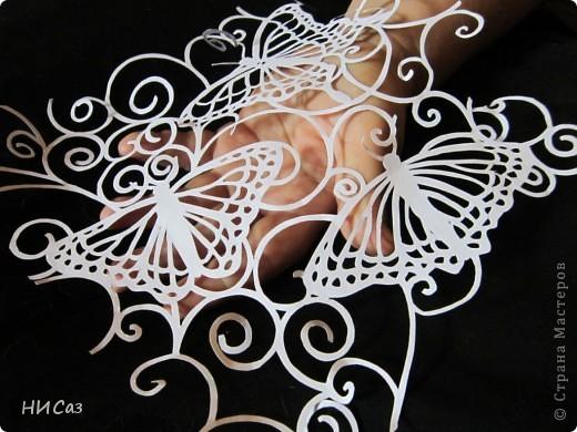 Бабочка летела  в поле на восток. Бабочка искала себе дом - цветок. Подхватил игриво детку ветерок. И занес в красивый лиловый цветок. Что на поле этом рос, как и все цветы, Только был он цвета райской красоты. И сидит хозяйкой бабочка на нем, В домике красивом, лиловом своем. Зеркальцем ей служит капелька росы, Что ложится рано утром на цветы. Покрывалом служит нежный лепесток, Что принес в подарок легкий ветерок. (из интернета, автор не указан) фото 4
