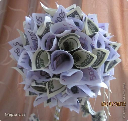 Ну, вот в полку денежных топиариев, которые есть в Стране Мастеров, прибыло! Насмотревшись на красоту, не смогла пройти мимо! Не устояла!! Тем более, что случай представился. Этот топиарий подготовлен в подарок родственнице, у которой и день рождение, и новоселье одновременно! Надеюсь, подарок (вернее, это приложение к подарку денежному!!) понравится! фото 3