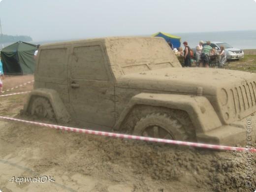 Здравствуйте, уважаемые мастерицы! В эти выходные у нас на пляже проходил конкурс песчаных скульптур. К сожалению, в субботу я забыла взять с собой фотоаппарат, да и дождь пошел, так что процесс создания шедевров останется за кадром. А вот показать результат могу. Это что-то невероятное!!! Комментарии излишни =) фото 11