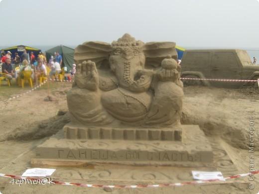 Продолжение фоторепортажа с фестиваля песчаных фигур. Начало тут http://stranamasterov.ru/node/388387. Фотографировала только большие скульптуры. Было еще штук 15 маленьких, детских скульптур. фото 2