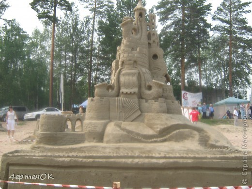 Продолжение фоторепортажа с фестиваля песчаных фигур. Начало тут http://stranamasterov.ru/node/388387. Фотографировала только большие скульптуры. Было еще штук 15 маленьких, детских скульптур. фото 3