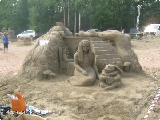 Продолжение фоторепортажа с фестиваля песчаных фигур. Начало тут http://stranamasterov.ru/node/388387. Фотографировала только большие скульптуры. Было еще штук 15 маленьких, детских скульптур. фото 4