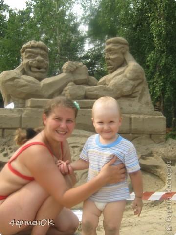 Продолжение фоторепортажа с фестиваля песчаных фигур. Начало тут http://stranamasterov.ru/node/388387. Фотографировала только большие скульптуры. Было еще штук 15 маленьких, детских скульптур. фото 10