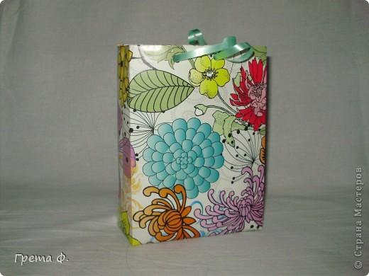 Что-то вроде блокнота с кучей кармашков для бумаги. В качестве подарка для девочки, которая ужасно любит всякие милые бумажные вещицы. фото 4