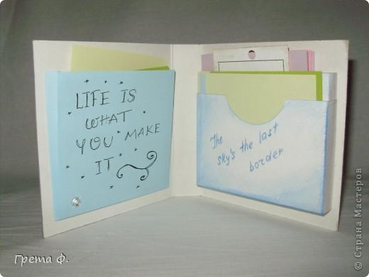 Что-то вроде блокнота с кучей кармашков для бумаги. В качестве подарка для девочки, которая ужасно любит всякие милые бумажные вещицы. фото 2