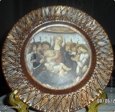 Тарелка с розой сделана по видео-мастер-классу Натальи Фохтиной, остальные с помощью компьютерных распечаток и акриловой шпатлевки фото 2