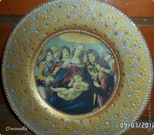 Тарелка с розой сделана по видео-мастер-классу Натальи Фохтиной, остальные с помощью компьютерных распечаток и акриловой шпатлевки фото 4