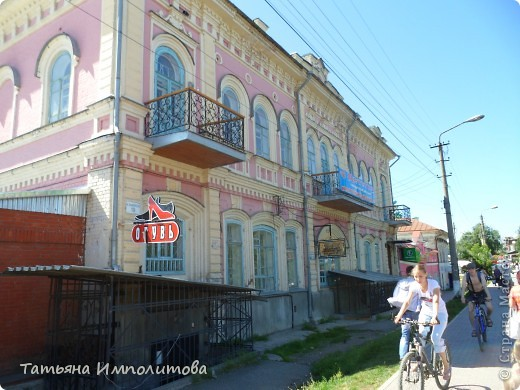 7 июля 2012 года одному из старейших городов Урала исполнилось  349 лет. В город Кунгур мы приехали в первый раз,от нас до Кунгура ехали два часа.Специально фотографии не группировала,что увидели то и расскажу ,буду признательна,если жители Кунгура помогут уточнить названия некоторых зданий или поправить меня ,если я допускаю неточность  фото 47