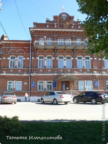 7 июля 2012 года одному из старейших городов Урала исполнилось  349 лет. В город Кунгур мы приехали в первый раз,от нас до Кунгура ехали два часа.Специально фотографии не группировала,что увидели то и расскажу ,буду признательна,если жители Кунгура помогут уточнить названия некоторых зданий или поправить меня ,если я допускаю неточность  фото 67