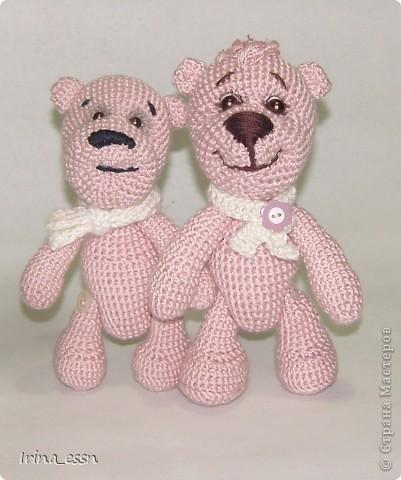......Я - маленький розовый мишка Из детской наивной мечты. Доброго всем летнего дня! Сегодня я решила показать вам своих мишек. Один мишка уже есть в моём блоге, но одиноко было ему, розовому ))) а сейчас связался розовый друг, и мой мишка повеселел, и стал совсем по другому выглядеть.   фото 2