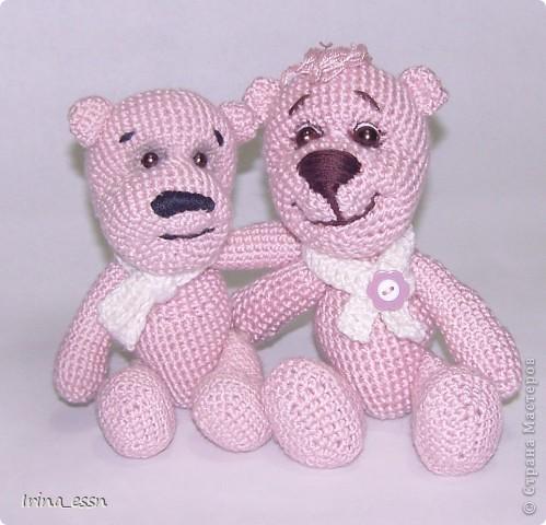 ......Я - маленький розовый мишка Из детской наивной мечты. Доброго всем летнего дня! Сегодня я решила показать вам своих мишек. Один мишка уже есть в моём блоге, но одиноко было ему, розовому ))) а сейчас связался розовый друг, и мой мишка повеселел, и стал совсем по другому выглядеть.   фото 4