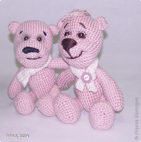 ......Я - маленький розовый мишка Из детской наивной мечты. Доброго всем летнего дня! Сегодня я решила показать вам своих мишек. Один мишка уже есть в моём блоге, но одиноко было ему, розовому ))) а сейчас связался розовый друг, и мой мишка повеселел, и стал совсем по другому выглядеть.   фото 1