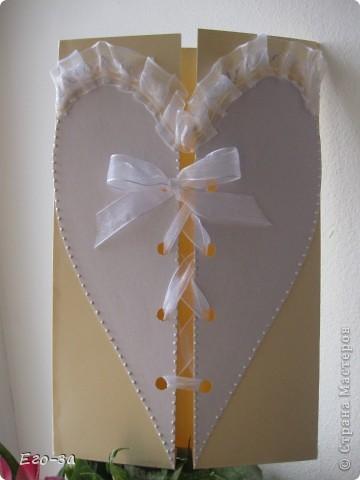 Конверт предполагалось использовать под свидетельство о браке, но за годы оно неожиданно подросло в размерах и стало формата А4. Пришлось использовать в качестве конверта для поздравительного тэга форматом А5. Сердце украшено 3D контуром. фото 2