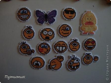 Вот такие магнитики живут у меня на холодильнике - коллекция пополняется в зависимости от остаточков канвы ))))))))))) фото 1