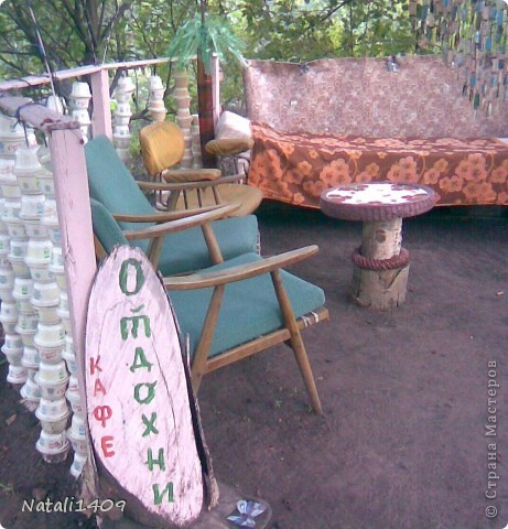 """Всем, всем доброго времени суток! Вот выстрадала столик, который стоит в дачнм """"кафе"""". Идею, и сам процесс плетения полностью позаимствовала у Леночки Деревенщины. Столик маленький, диаметром 70 см.  фото 7"""