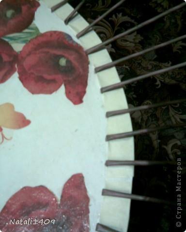 """Всем, всем доброго времени суток! Вот выстрадала столик, который стоит в дачнм """"кафе"""". Идею, и сам процесс плетения полностью позаимствовала у Леночки Деревенщины. Столик маленький, диаметром 70 см.  фото 3"""