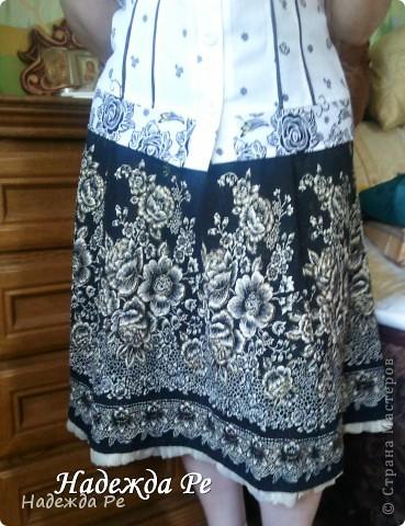 Попался в магазине очень удачный материал и сразу появилась идея,вот так к лету у меня сшилась замечательная юбочка из клиньев. фото 2