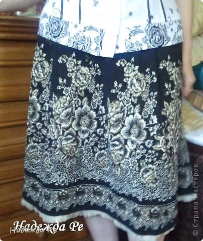 Попался в магазине очень удачный материал и сразу появилась идея,вот так к лету у меня сшилась замечательная юбочка из клиньев. фото 3