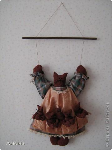 Моя первая игрушка! Увидела картинку с такой кошкой, нашла выкройки и работа закипела. О том как я ее шила и все подробности  можно узнать в моем блоге http://gulfiyadav.blogspot.com/2012/07/blog-post_07.html  фото 2