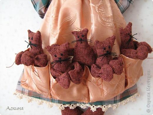 Моя первая игрушка! Увидела картинку с такой кошкой, нашла выкройки и работа закипела. О том как я ее шила и все подробности  можно узнать в моем блоге http://gulfiyadav.blogspot.com/2012/07/blog-post_07.html  фото 3