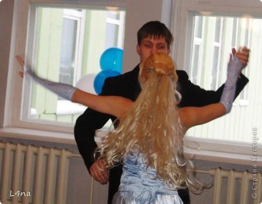 В очередной раз доплетая косы своей дочери я вдруг подумала, а сколько же раз я плела косички своим дочкам в таком объеме? Оказалось что уже лет 8 я хотя бы раз в год это делаю. И решила собрать все наши эксперименты с волосами... Эту прическу я уже выставляла в посте где описывала выпускной образ, но повторюсь Подробнее об образе http://stranamasterov.ru/node/385587  фото 4