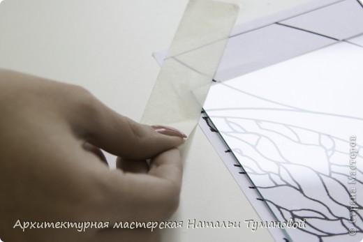 Используемые материалы:  1. Краски по стеклу: Idea Vetro (Maimery, Италия), Vitral (Lefranc Bourgeous, Франция), Витраж (Россия) 2. Линер Faber Castell Ecco Pigment 0,1 3. Контур по стеклу Idea (Miamery) 4. Кисть синтетическая №0,0 или №00,0 5. Защитный лак для красок по стеклу №715 Idea Vetro (Maimery, Италия), который позволяет защитить работу от воздействия влаги и моющих средств 6. Разбавитель глянцевый для красок по стеклу Idea Vetro №700 — делает краску светлее, но не влияет на ее консистенцию 7. Керамическая палитра 8. Канцелярский нож 9. Ватные палочки 10. Английская булавка Купить витражные краски и остальные материалы можно в любом магазине художественных товаров.  фото 2