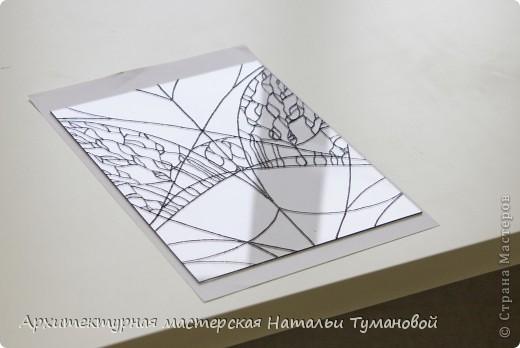 Используемые материалы:  1. Краски по стеклу: Idea Vetro (Maimery, Италия), Vitral (Lefranc Bourgeous, Франция), Витраж (Россия) 2. Линер Faber Castell Ecco Pigment 0,1 3. Контур по стеклу Idea (Miamery) 4. Кисть синтетическая №0,0 или №00,0 5. Защитный лак для красок по стеклу №715 Idea Vetro (Maimery, Италия), который позволяет защитить работу от воздействия влаги и моющих средств 6. Разбавитель глянцевый для красок по стеклу Idea Vetro №700 — делает краску светлее, но не влияет на ее консистенцию 7. Керамическая палитра 8. Канцелярский нож 9. Ватные палочки 10. Английская булавка Купить витражные краски и остальные материалы можно в любом магазине художественных товаров.  фото 6