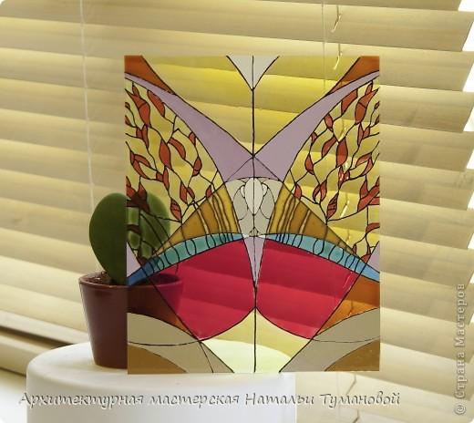 Используемые материалы:  1. Краски по стеклу: Idea Vetro (Maimery, Италия), Vitral (Lefranc Bourgeous, Франция), Витраж (Россия) 2. Линер Faber Castell Ecco Pigment 0,1 3. Контур по стеклу Idea (Miamery) 4. Кисть синтетическая №0,0 или №00,0 5. Защитный лак для красок по стеклу №715 Idea Vetro (Maimery, Италия), который позволяет защитить работу от воздействия влаги и моющих средств 6. Разбавитель глянцевый для красок по стеклу Idea Vetro №700 — делает краску светлее, но не влияет на ее консистенцию 7. Керамическая палитра 8. Канцелярский нож 9. Ватные палочки 10. Английская булавка Купить витражные краски и остальные материалы можно в любом магазине художественных товаров.  фото 12