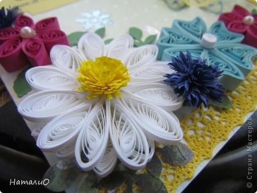 Здравствуйте, жители СМ! вчера у моей сестры был ДЕНЬ РОЖДЕНИЯ! и вот такую открыточку она получила в подарок! надпись взята у Марины Абрамовой http://marina-abramova.blogspot.com/ Попробовала сделать цветы в технике квиллинг... фото 3