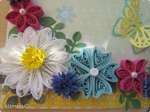 Здравствуйте, жители СМ! вчера у моей сестры был ДЕНЬ РОЖДЕНИЯ! и вот такую открыточку она получила в подарок! надпись взята у Марины Абрамовой http://marina-abramova.blogspot.com/ Попробовала сделать цветы в технике квиллинг... фото 7
