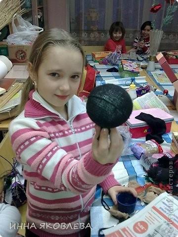 Вот смотрю я как мучаются мастерицы, из чего только не пытаются сделать шарики! Предлагаю свой , предельно простой, годами (почти 15 лет!) проверенный способ изготовления шарика для топиариев. Данным образом можно очень быстро изготовить шарик  практически любого размера. фото 4