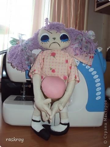Увидела я в инете фотку с тремя кукляхами с разным выражением лица, сделала примерную выкройку, вырезала, сшила и прокипятила в растворе кофе+ваниль с водой, высушила и .... фото 3