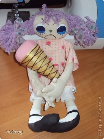 Увидела я в инете фотку с тремя кукляхами с разным выражением лица, сделала примерную выкройку, вырезала, сшила и прокипятила в растворе кофе+ваниль с водой, высушила и .... фото 5