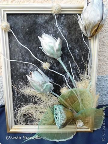 Вот такое панно я сделала в подарок на день рождения своей коллеге по работе. Я использовала сухие цветы лотоса, чубак лотоса и скелетированые  листья. Декорировала сизалью.. фото 1