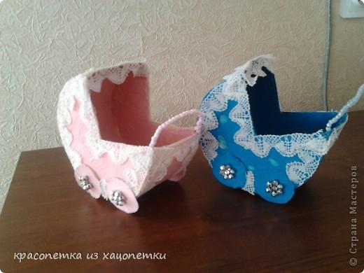 Эти колясочки я сделала не просто так у моей сестры была свадьба 9 июня,а там был конкурс собирать деньги в колясочки.А у ведущей их не было и она попросила меня сделать ,вот эти замечательные коляски.Делать их было не сложно. записываю Искала я везде и нашла вот по этой сылке  http://stranamasterov.ru/node/216929   фото 1
